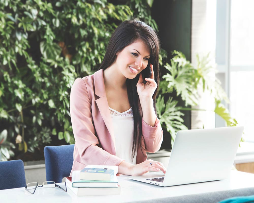 woman-working-at-virtual-office
